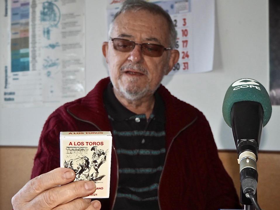 La primera baraja taurina en el mundo del naipe ha sido diseñada en Ribadesella por Carlos Jiménez Escolano