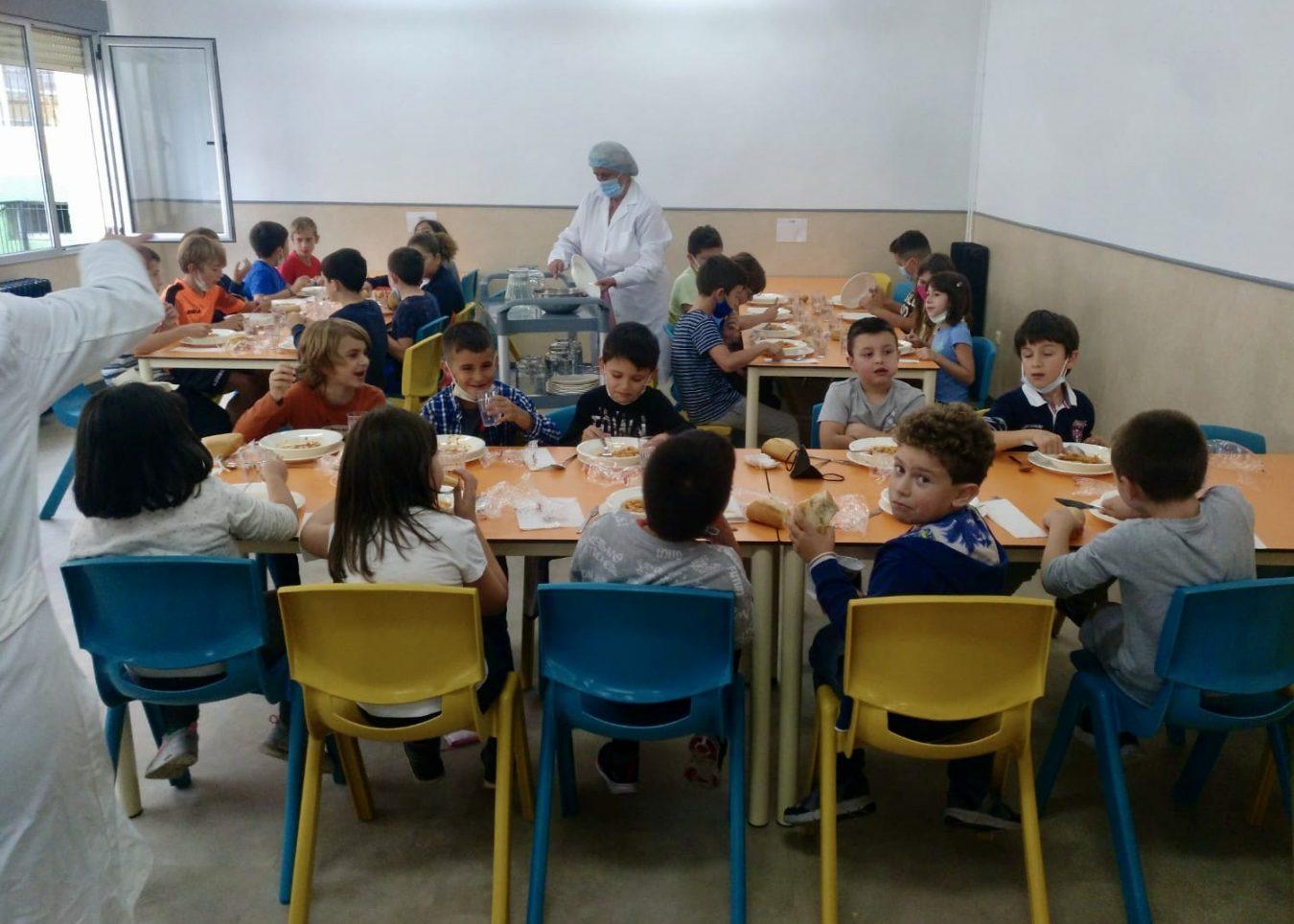 90 alumnos inauguran el servicio de comedor escolar en el colegio público de Ribadesella