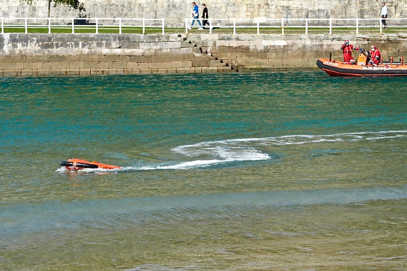 Cruz Roja Asturias prueba en Ribadesella un dron acuático diseñado para salvar vidas en ríos y playas