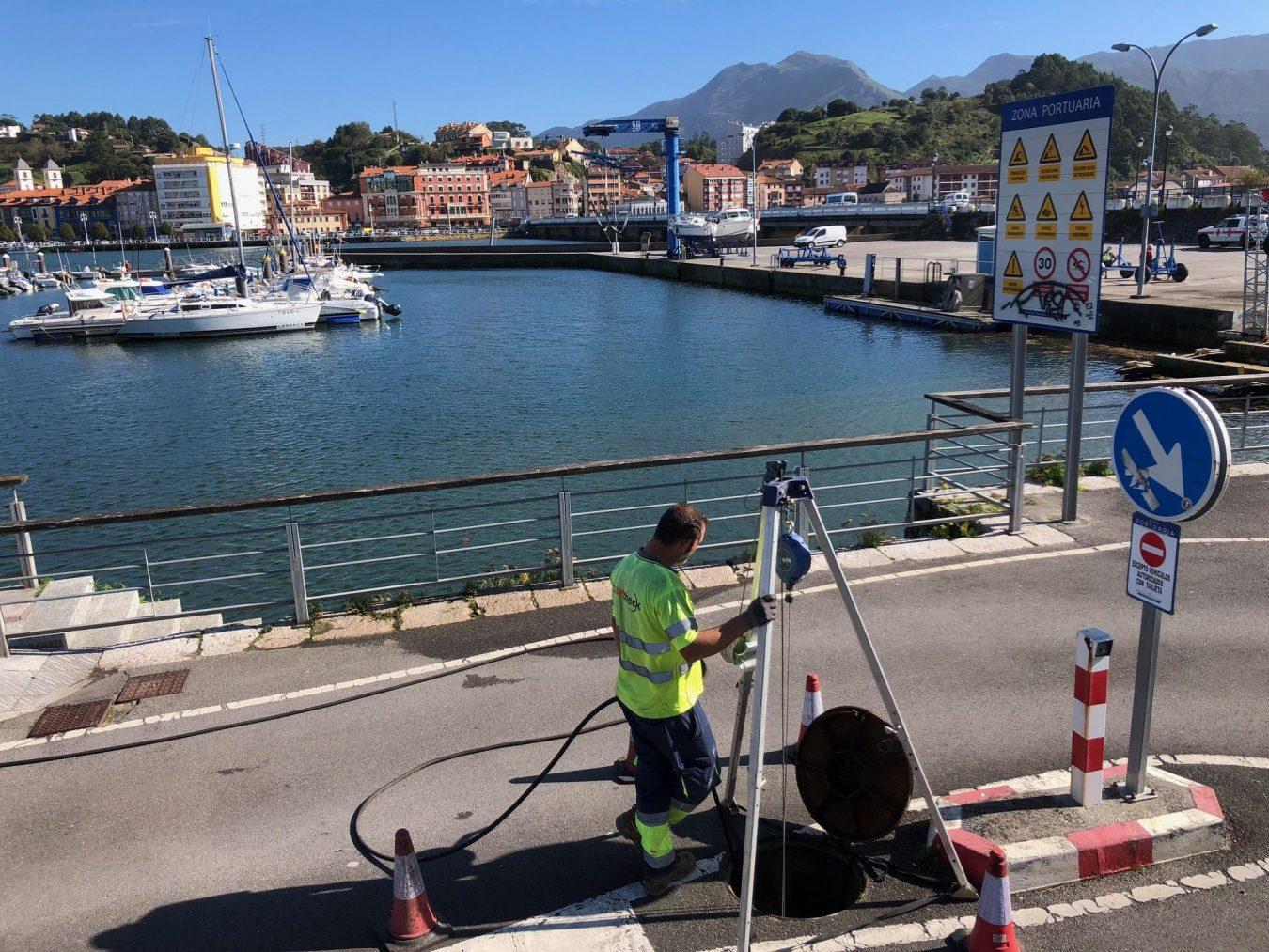 Comienzan las obras para solventar los problemas de infiltración de aguas marinas en la red de saneamiento de Ribadesella